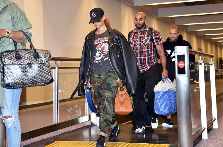 Rihanna, Tokyo Airport, 2015