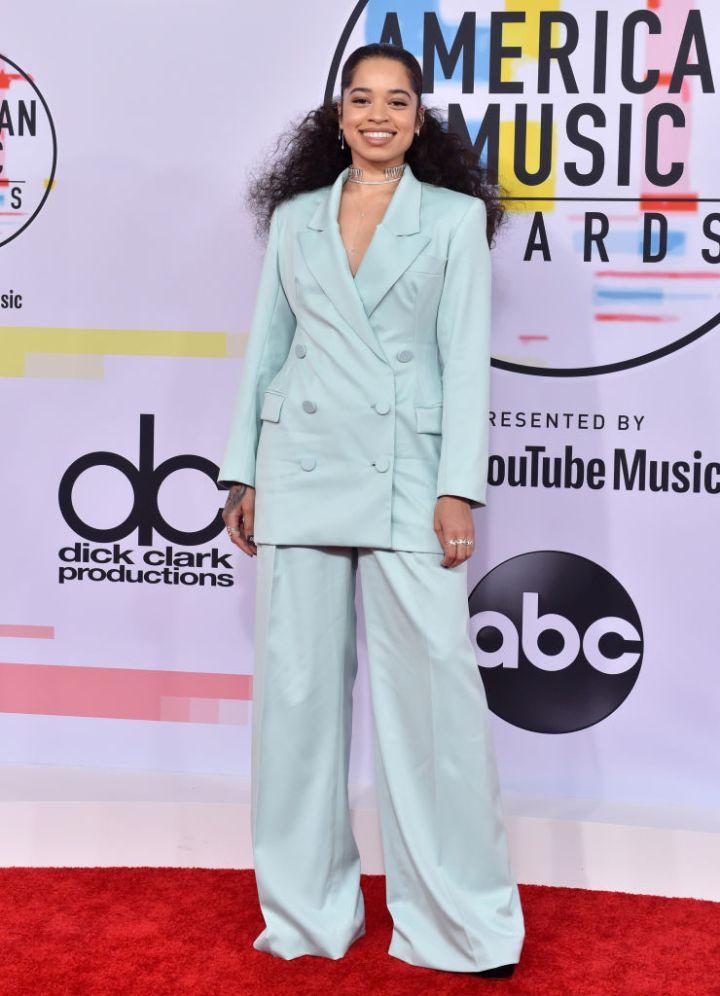 ELLA MAI AT THE AMERICAN MUSIC AWARDS, 2018