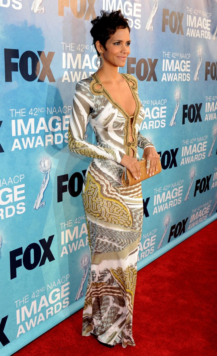 HALLE BERRY AT THE 42ND NAACP IMAGE AWARDS, 2011