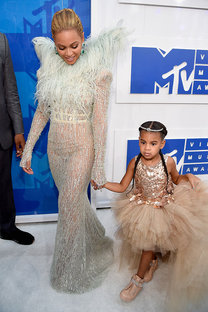 BLUE IVY AND BEYONCE AT THE MTV VIDEO MUSIC AWARDS, 2016