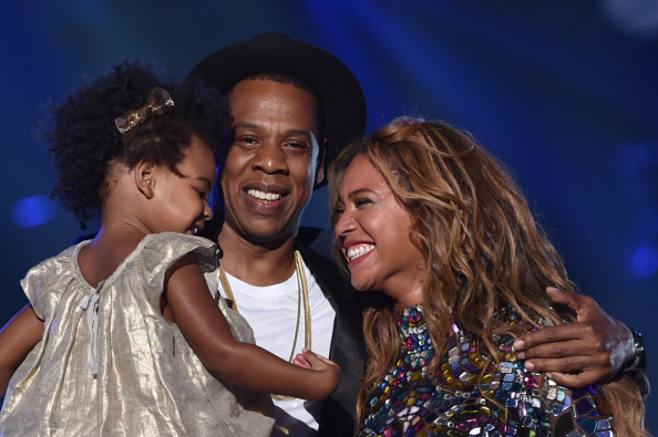 BLUE IVY AND HER PARENTS AT THE MTV VIDEO MUSIC AWARDS, 2014