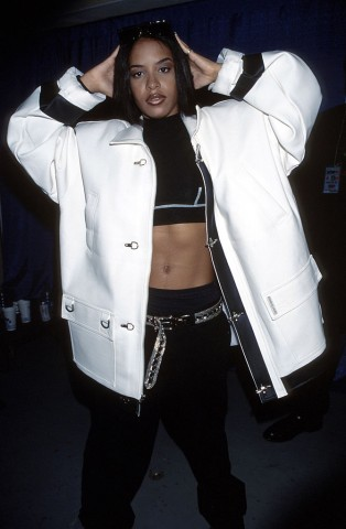 Aaliyah Fans Pay Tribute