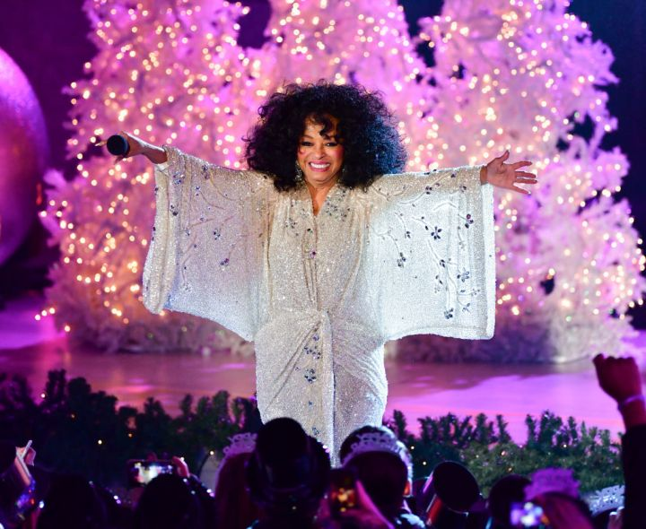 DIANA ROSS PERFORMING AT THE 86TH ANNUAL ROCKERFELLER CENTER CHRISTMAS TREE LIGHTING, 2018