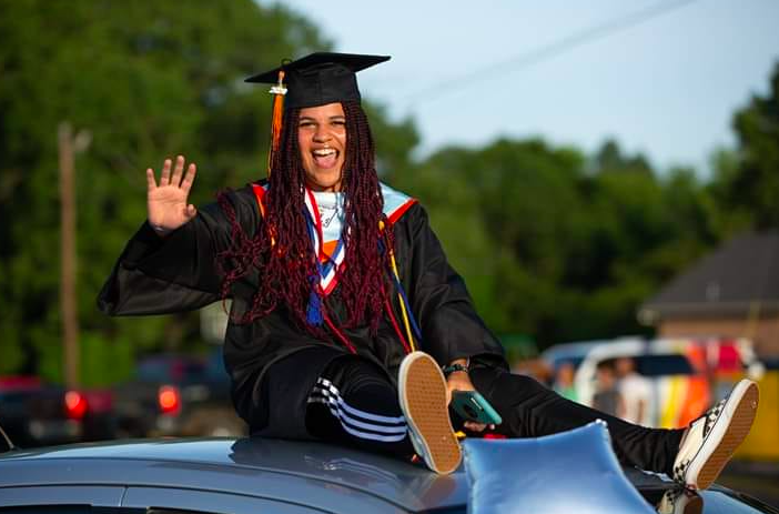 Texas High School Student Can't Graduate If She Keeps In Her Braids