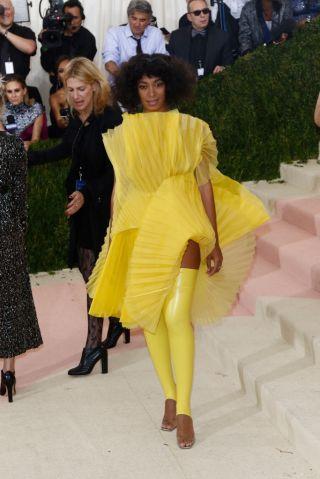 Manus x Machina: Fashion In An Age Of Technology - Costume Instit