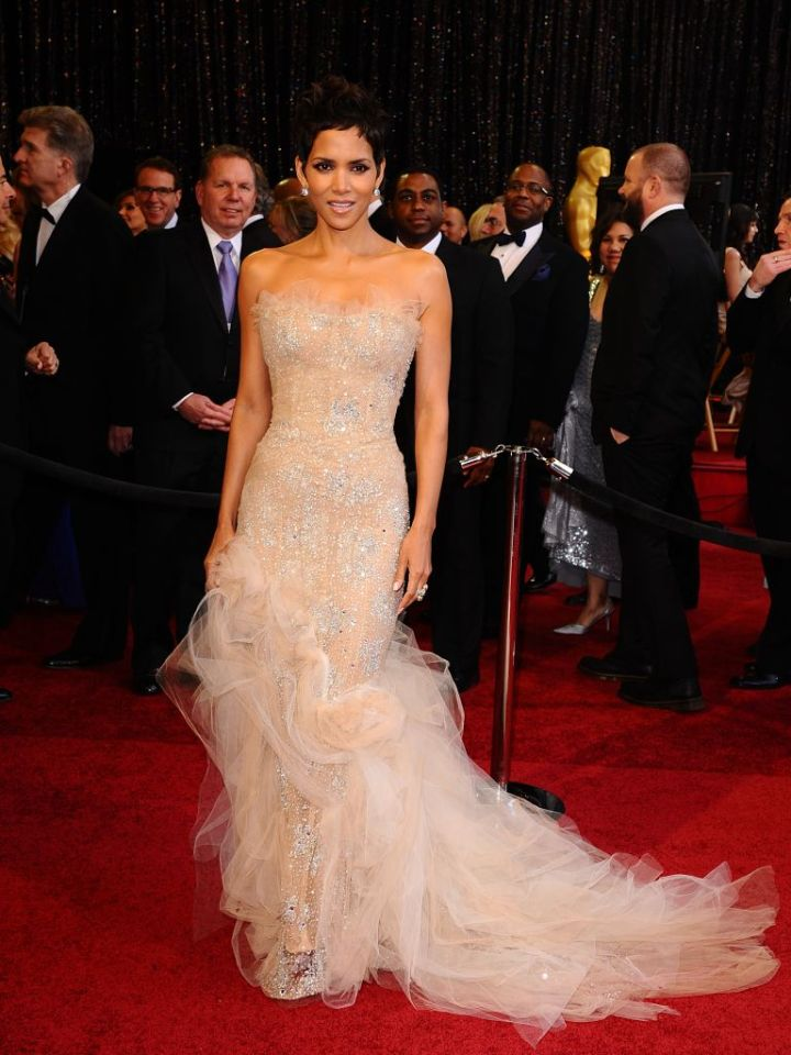 HALLE BERRY AT THE 83RD ACADEMY AWARDS, 2011