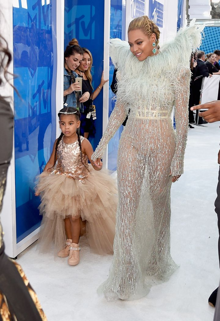 BEYONCE AND BLUE IVY AT THE MTV VIDEO MUSIC AWARDS, 2016