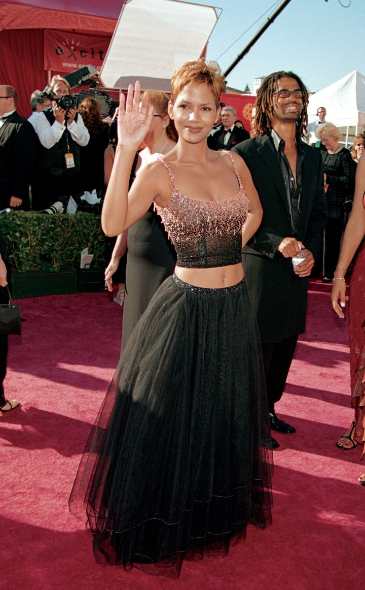 HALLE BERRY AT THE PRIMETIME EMMY AWARDS, 1999