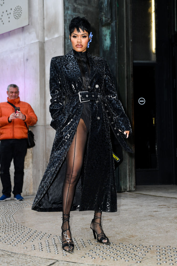 Mugler : Outside Arrivals - Paris Fashion Week Womenswear Fall/Winter 2020/2021